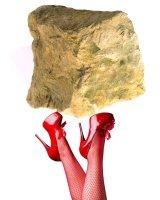 الحجر وحذاء العاهرة