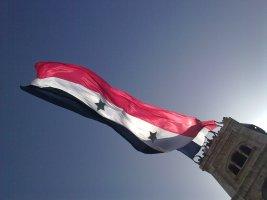 العلم السوري في ساحة العاصي